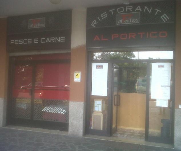 """L'ingresso del ristorante """"AL PORTICO"""" di Milano"""
