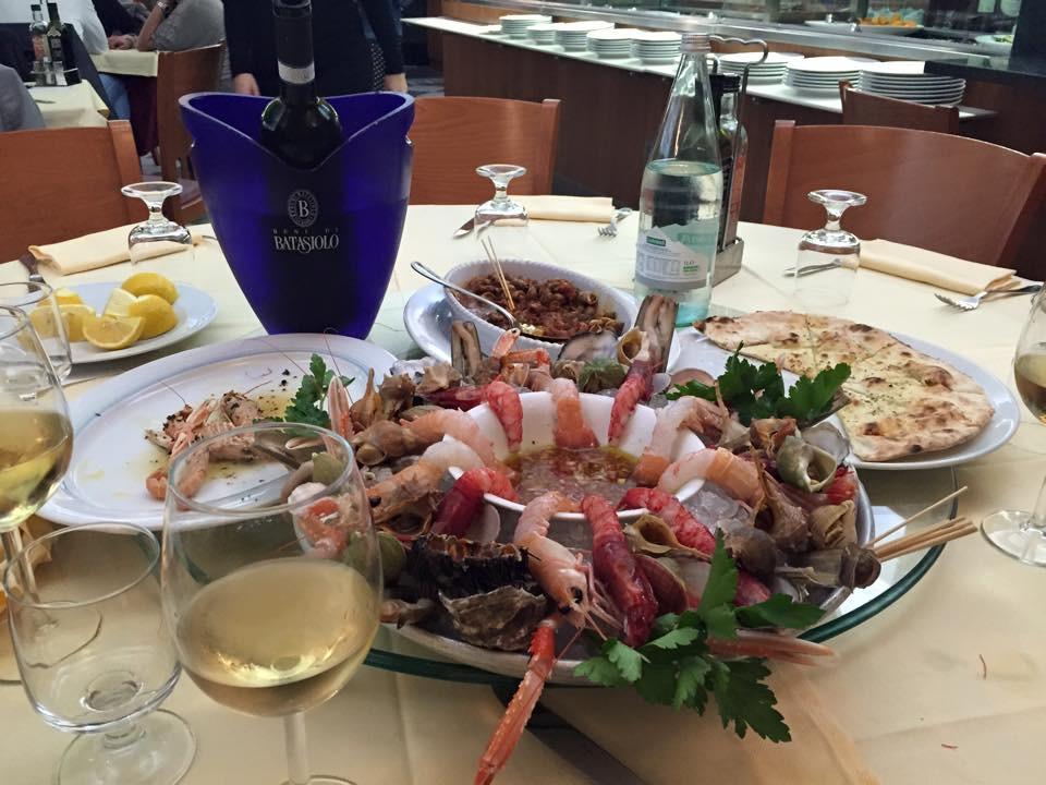 """Il pesce, anche crudo, è protagonista """"AL PORTICO"""" di Milano"""