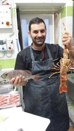 """""""Osteria Briganti"""", lo chef Mino Pepe pronto all'opera."""